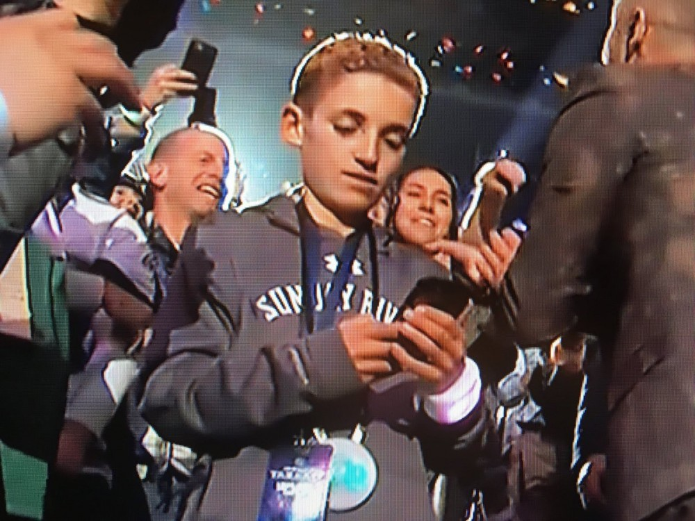 "Here's What The ""Selfie Kid"" Was Really Looking At During JT's Halftime Performance"