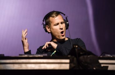 Kaskade Reveals Special Sunrise Set for EDC [DETAILS]