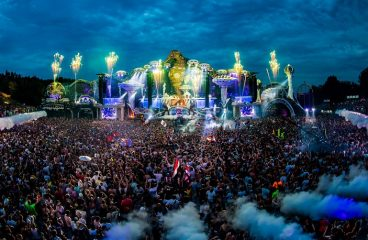 Tomorrowland drops amazing three CD compilation album, as well as a minimix!