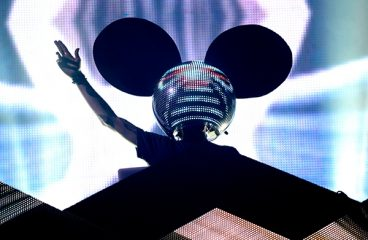 deadmau5 Brings Back Iconic LED mau5head & It's Epic!