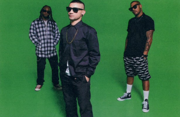Skrillex Fans Go Photoshop Crazy After He Posts Picture In Front of Green Screen