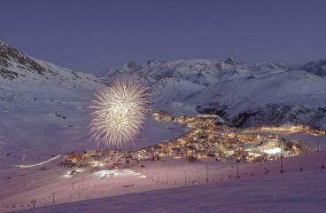 Tomorrowland Offers Limited Edition Snowboard & Ski Sets