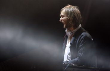 David Guetta Plays Exclusive Song At Tribute Concert